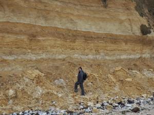 Johan Luyckx onderzoekt afzettingen uit de Saale-ijstijd in Sangatte